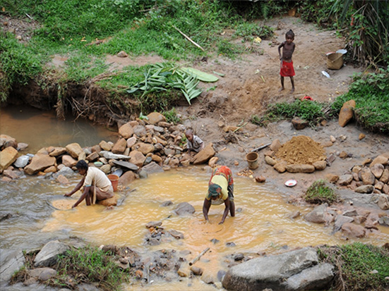 Gold mining in Kianjavato (Photo by Ed Louis); Madagascar Conservation & Development